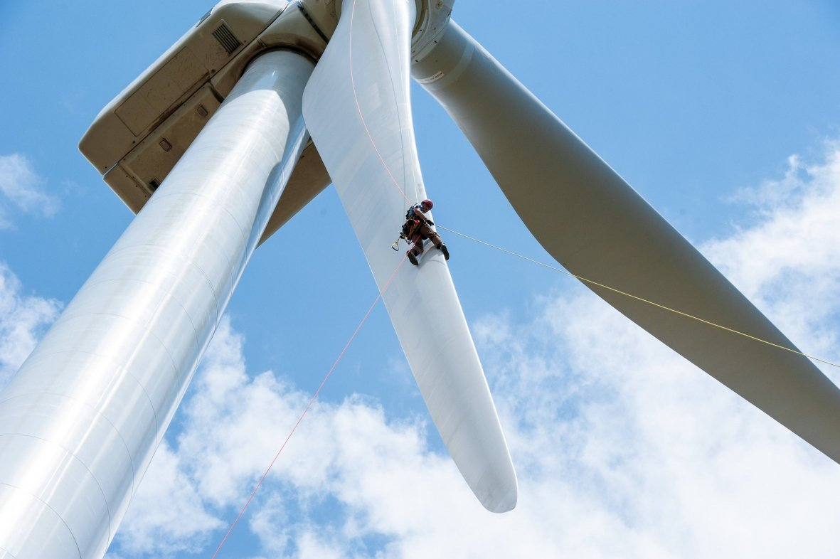Giant wind turbine